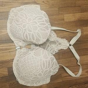Victoria secret bra size 32DDD front closure
